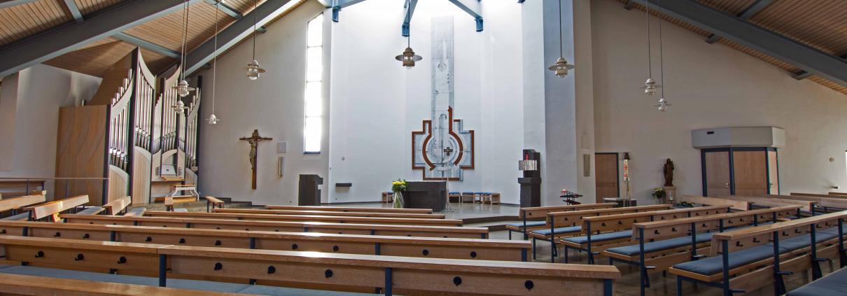 Kirche Heilig Kreuz von innen