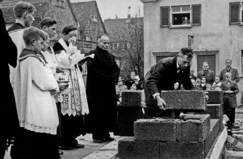 Grundsteinlegung beim Bau der Kirche Maria Immaculata