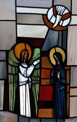 Der Engel brachte Maria die Botschaft. Und sie empfing vom Heiligen Geist. (Lukas 1,26ff)