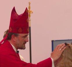 Weihbischof Thomas Maria Renz spendet die Firmung in St. Peter und Paul (Mai 2007)